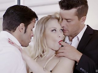 Cheating wife Ash Hollywood fucked apart from her husbands best friend