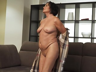 Horny mature lady is ready to have some fun with the addition of she is a nice masturbator