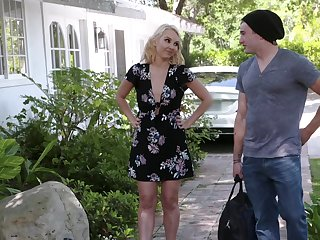 Affecting blonde lady Aaliyah Carry the just loves fucking missionary sensually