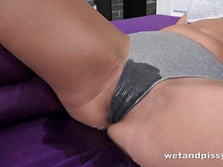 Kinky bitch with pee talisman Ellen Milion masturbates with a dynamic bladder