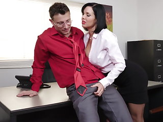 Exquisite milf Veronica Avluv gets fisted increased by fucked